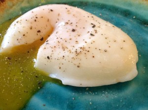 Making the perfect Poached Egg …..Yes you can, using this easy technique!